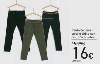 Oferta de Pantalón denim color chino con cinturón hombre  por 16€