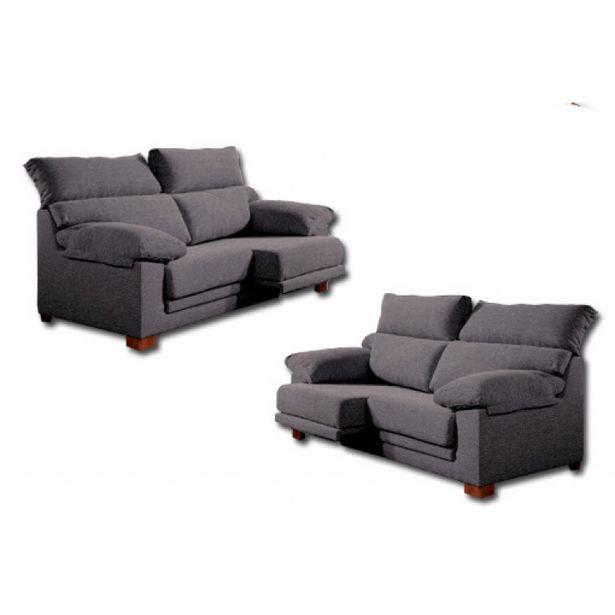 Oferta de Conjunto de sofás de tres y dos plazas con asientos deslizantes y cabezales abatibles. por 790,3€