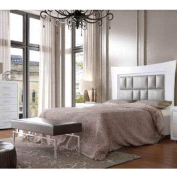 Oferta de Dormitorio neoclásico de matrimonio con acabados en plata y blanco por 1117€
