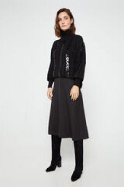 Oferta de Falda midi negra satinada por 12,99€