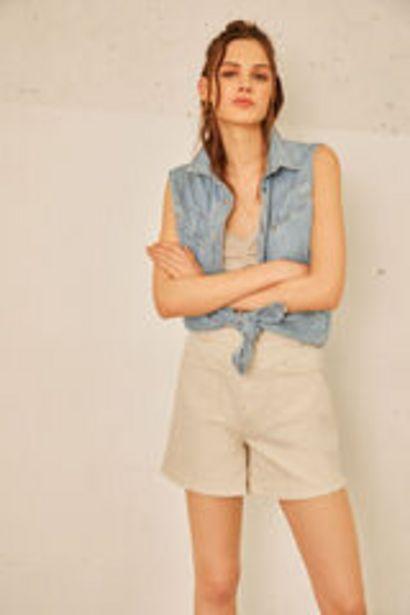 Oferta de Short color bolsillos plastón por 12,99€