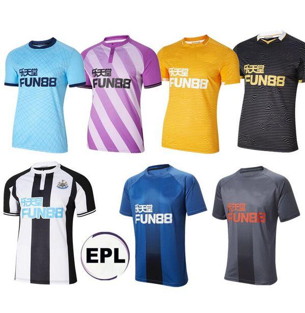 Oferta de Camiseta de fútbol negra de Newcastl e United por 14,17€