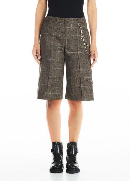 Oferta de Pantalón corto con cadena decorativa por 95€
