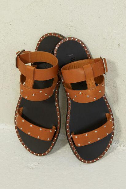 Oferta de Sandalia marrón piel tachas por 22,99€