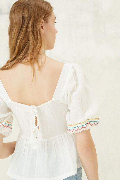 Oferta de Blusa bordados multicolor por 12,99€