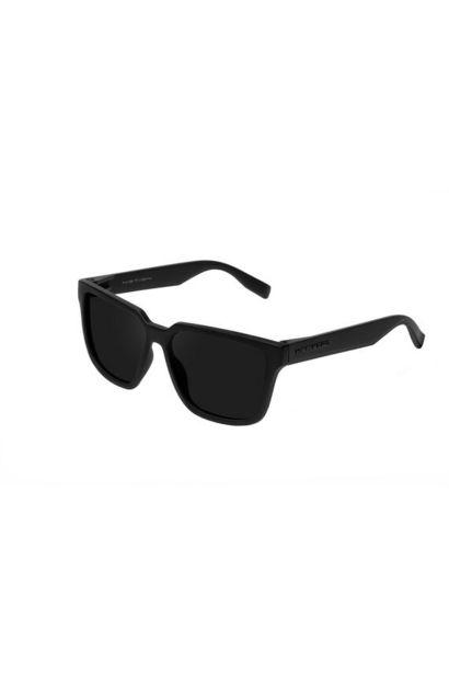 Oferta de Gafas montura cuadrada negra y lentes negras. por 24,49€