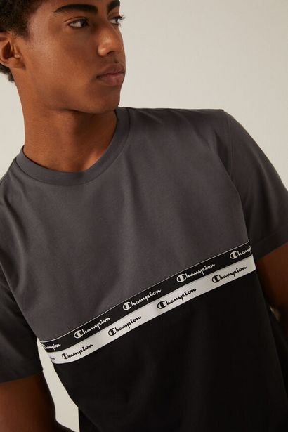 Oferta de Camiseta contraste Champion negra por 20,93€