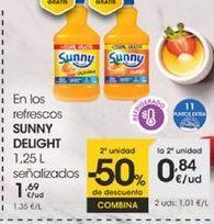 Oferta de En los refrescos SUNNY DELIGHT 1,25 señalizados por 1,69€