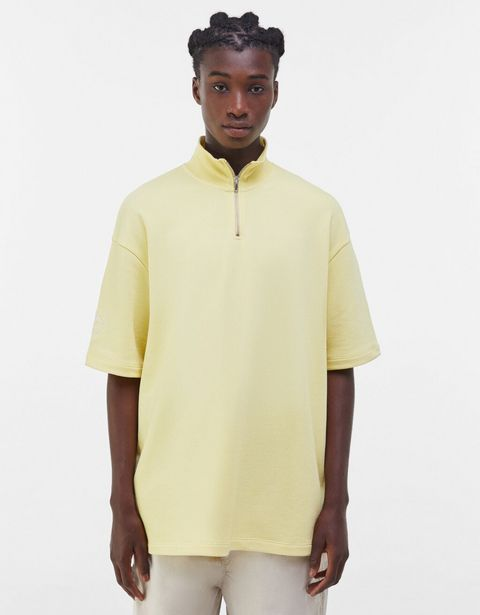 Oferta de Camiseta felpa cuello alto zip por 5,99€