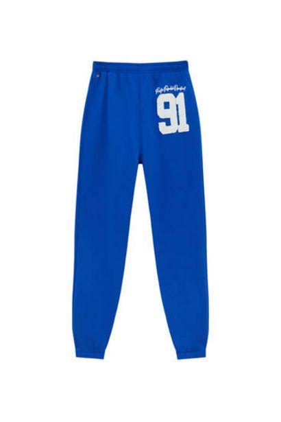 Oferta de Pantalón jogger college azul por 19,99€