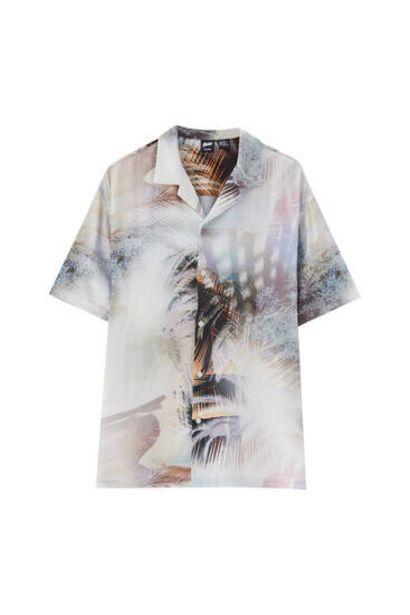 Oferta de Camisa print abstracto palmeras por 9,99€