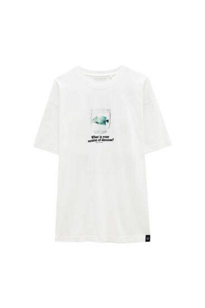 Oferta de Camiseta blanca ilustración pecera por 12,99€