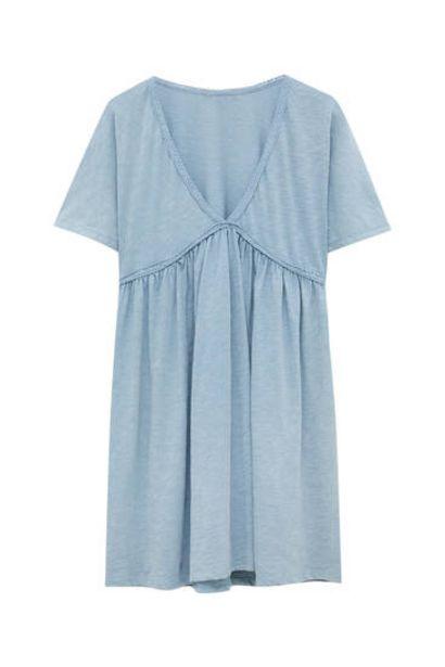 Oferta de Vestido corto escote pico puntilla por 19,99€
