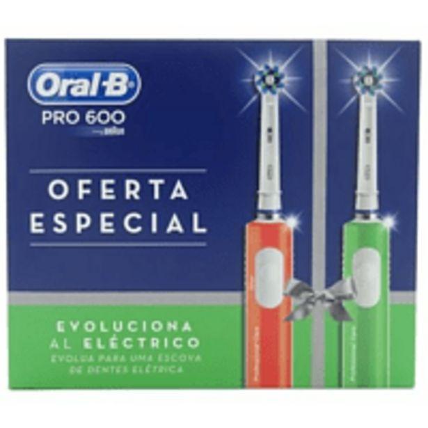 Oferta de Cepillo eléctrico - Oral B PRO 600 Limpieza 3D Pack 2 cepillos, 2 estaciones carga, Naranja y verde por 59,99€
