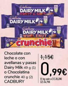 Oferta de Chocolate con leche o con avellanas y pasas Dairy Milk o Chocolatina crunchie CADBURY por 0,99€