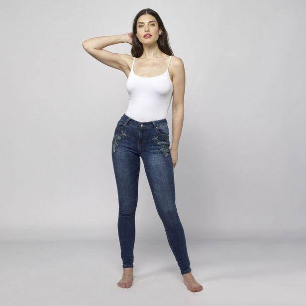 Oferta de Pantalon Denim Slim Fit Mujer por 29,99€