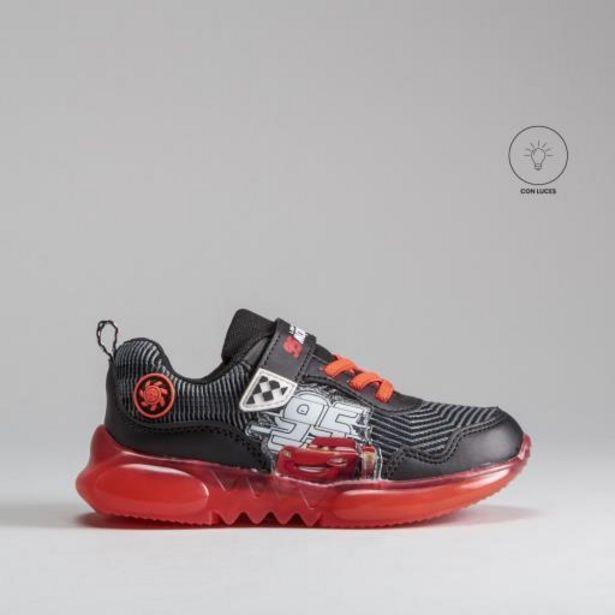 Oferta de Sneaker luces negro rojo CARS por 25,99€