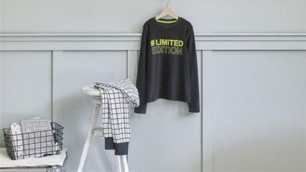 Oferta de Pijama de rizo para niño por 7,99€