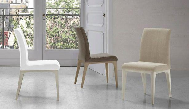 Oferta de Silla moderna tapizada con estructura de madera maciza de haya por 144€