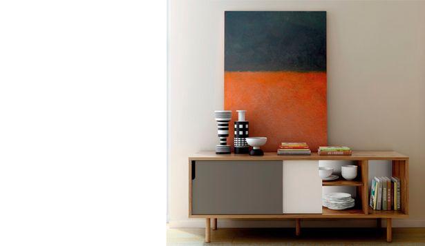 Oferta de Moderno aparador de estilo escandinavo en nogal, blanco y gris por 526€
