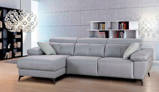 Oferta de Sofá chaise longue 3 plazas con 2 asientos relax eléctricos por 1735€