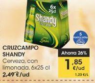 Oferta de Cerveza con limonada, 6 x 25 cl Cruzcampo Shandy por 1,85€