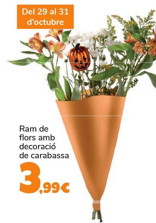 Oferta de Ramo de fl ores con decoración de calabaza por 3,99€