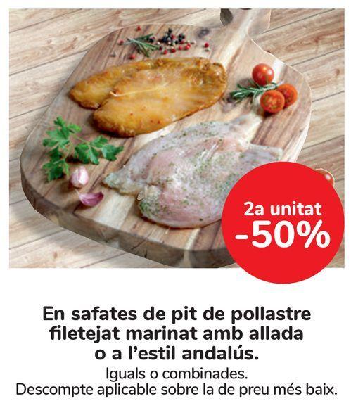 Oferta de En bandejas de pechuga de pollo fileteada marinada al ajillo o al estilo andaluz  por