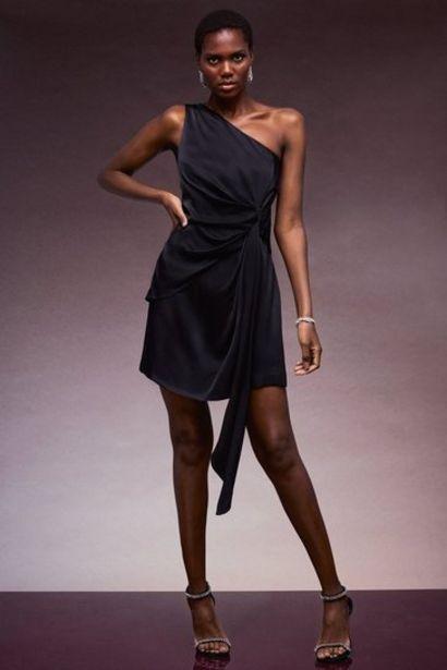 Oferta de Viscose Satin Crepe One Shoulder Drape Dress por 125,4€