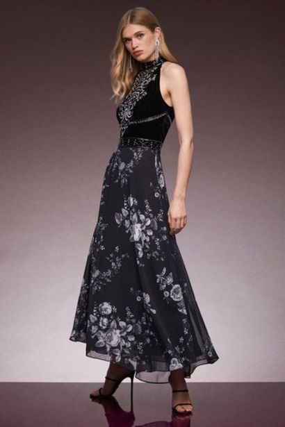 Oferta de Velvet Cutwork Crystal Embellished Drama Maxi por 328€